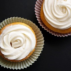 Lowfat Vanilla Cupcakes with Cream Cheese Icing
